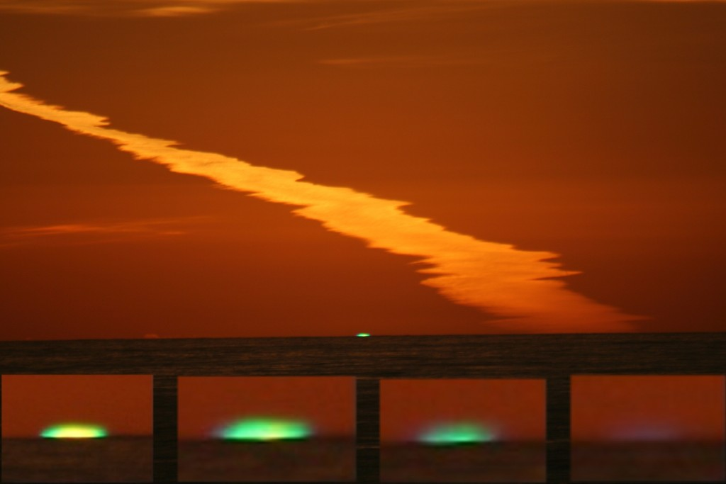 Green Flash By Brocken Inaglory - Own work, CC BY-SA 3.0, https://commons.wikimedia.org/w/index.php?curid=2098468